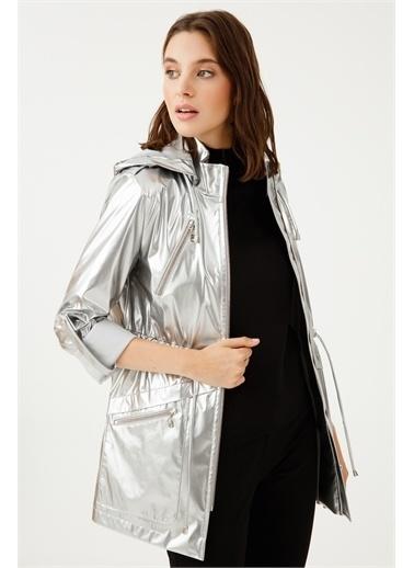 Ekol Ekol Kadın Kapüşonlu Metalik Parlak Trençkot 07034  Gümüş